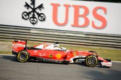 Ferrari formel 1 på Monza som är drivande vid Sebastian Vettel Arkivbilder