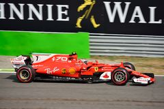 Ferrari Formule 1 die door Kimi Räikkönen wordt gedreven Stock Fotografie