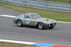 Ferrari grigio sul circuito Fotografie Stock Libere da Diritti