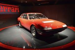 Ferrari 365 GT4 2+2 em Museo Nazionale dell'Automobile Fotografia de Stock Royalty Free