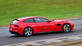 Ferrari GTC4Lusso che guida intorno al circuito alla serie di Asia Pacific di sfida di Ferrari corre il 15 aprile 2018 in Hampton Fotografia Stock