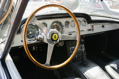 Ferrari instrumentbräda på skärm Arkivbilder