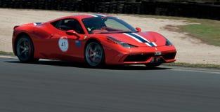 Ferrari Italien Stradiale trägt Rennwagen zur Schau Lizenzfreie Stockfotografie