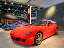 Ferrari-Luxuxautos auf Bildschirmanzeige Stockfoto