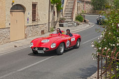 Ferrari 750 Monza spindel Scaglietti (1955) i Mille Miglia 2014 Royaltyfri Foto