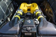 Ferrari motor på skärm Arkivfoto