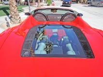Ferrari motor under exponeringsglas Arkivbilder