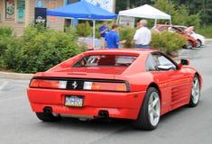 Ferrari que conduz abaixo do monte Fotografia de Stock Royalty Free