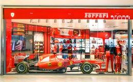 Ferrari sklep z F1 samochodem przy Guglielmo Marconi lotniskiem Zdjęcie Stock