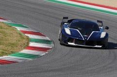Ferrari-Tag Ferrari FXX 2015 K an Mugello-Stromkreis Lizenzfreie Stockfotos