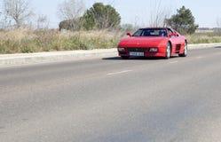Ferrari Testarossa en el camino Imagen de archivo libre de regalías
