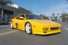 Ferrari Testarossa su esposizione fotografie stock libere da diritti