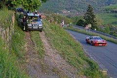 Ferrari und Sicherheitsteam am Tour de France stockfotos