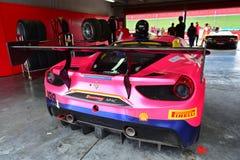 Ferrari 488 wyzwanie w garażu przy Ferrari wyzwania Asia Pacific seriami ściga się na Kwietniu 15, 2018 w Hampton Zestrzela fotografia stock