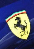 Ferrari-Zeichen Stockfotografie
