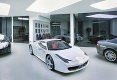 Ferraris in einem modernen Ausstellungsraum, Peking, China lizenzfreie stockfotografie