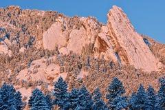 Ferri da stiri di inverno affollati con neve Immagini Stock