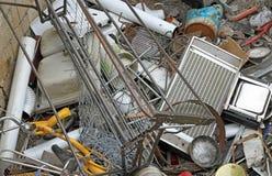 Ferri lasciati in metalli pericolosi di un materiale di riporto Fotografia Stock