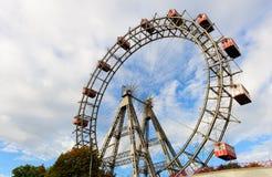 ferris巨型riesenrad维也纳轮子熏肉香肠 库存照片