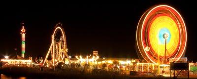 ferris晚上轮子 免版税图库摄影