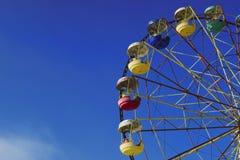 ferris катят на предпосылку голубого неба зимы стоковое фото rf