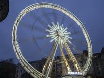 Βουδαπέστη, Ουγγαρία Η ρόδα Ferris που φωτίζεται στο λευκό το βράδυ στοκ φωτογραφίες