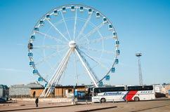 Ferris катит внутри гавань Хельсинки стоковая фотография