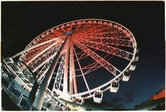 Ferris катит внутри город стоковое фото rf