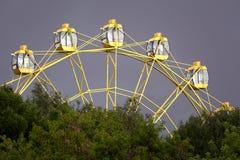 Ferris катит внутри парк стоковое фото rf