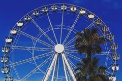 Ferris koło instalujący na Pantiero schronienia terenie w Cannes f Zdjęcie Royalty Free