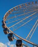 Ferris koło na wodzie przy zmierzchem Obrazy Royalty Free
