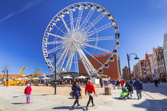Ferris koło nad niebieskim niebem w Gdańskim, Polska Obraz Royalty Free