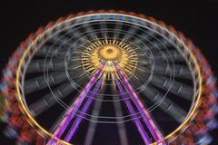 Ferris koło przy nocą z pięknymi światłami fotografia royalty free