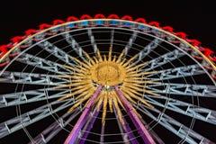 Ferris koło przy nocą z pięknymi światłami obrazy stock