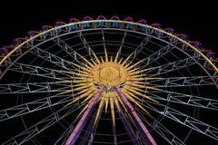 Ferris koło przy nocą z pięknymi światłami Zdjęcie Stock