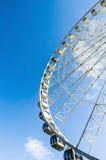 Ferris koło na tle niebieskie niebo Obrazy Royalty Free