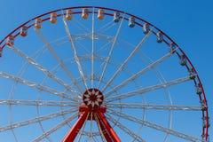 Ferris ko?o na tle niebieskie niebo w Gorky parku derzhprom Kharkov Ukraine zdjęcie stock