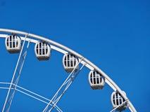 Ferris ko?o na tle niebieskie niebo zdjęcie stock