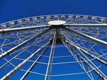 Ferris ko?o na tle niebieskie niebo obrazy stock