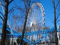 Ferris ko?o na tle niebieskie niebo obrazy royalty free