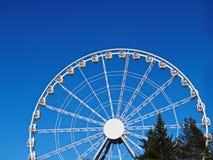 Ferris ko?o na tle niebieskie niebo zdjęcie royalty free
