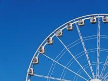 Ferris ko?o na tle niebieskie niebo zdjęcia royalty free