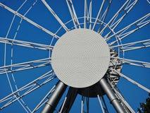 Ferris ko?o na tle niebieskie niebo zdjęcia stock