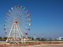 Ferris koło przy portem Pescara z niebieskim niebem Obraz Stock