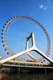 Ferris koło z niebieskim niebem Zdjęcia Stock