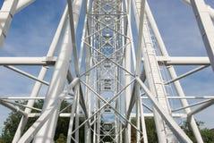 Ferris koło na tle niebieskie niebo Fotografia Stock