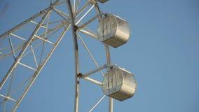 Ferris koło przy parkiem rozrywki zbiory wideo