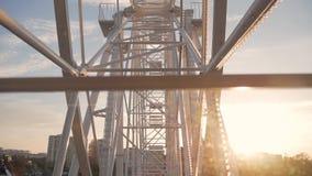 Ferris roda dentro o parque video estoque