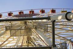 Ferris roda dentro o parque Fotos de Stock