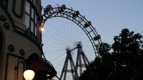Ferris roda dentro o parque de diversões de Prater em Viena imagem de stock royalty free